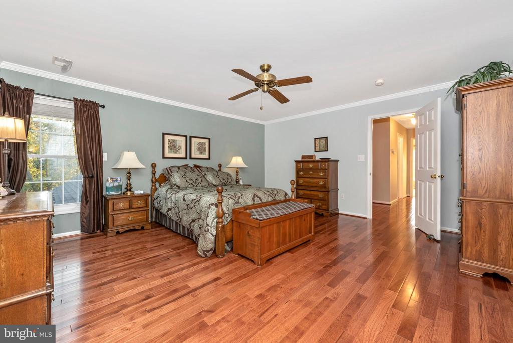And~lots of room for your furniture - 5745 STONEY CREEK CT, FREDERICK