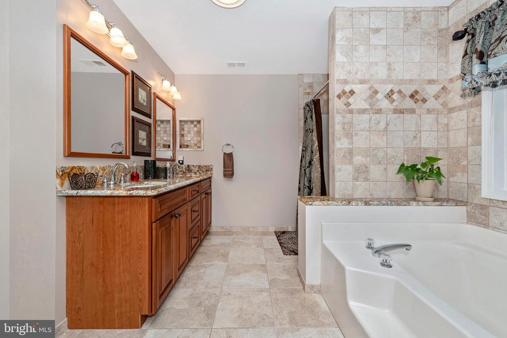 A Master bath with granite, tile & tub and shower - 5745 STONEY CREEK CT, FREDERICK