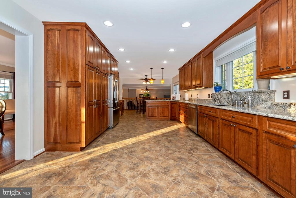 The pantry and counter space are all well-planned - 5745 STONEY CREEK CT, FREDERICK