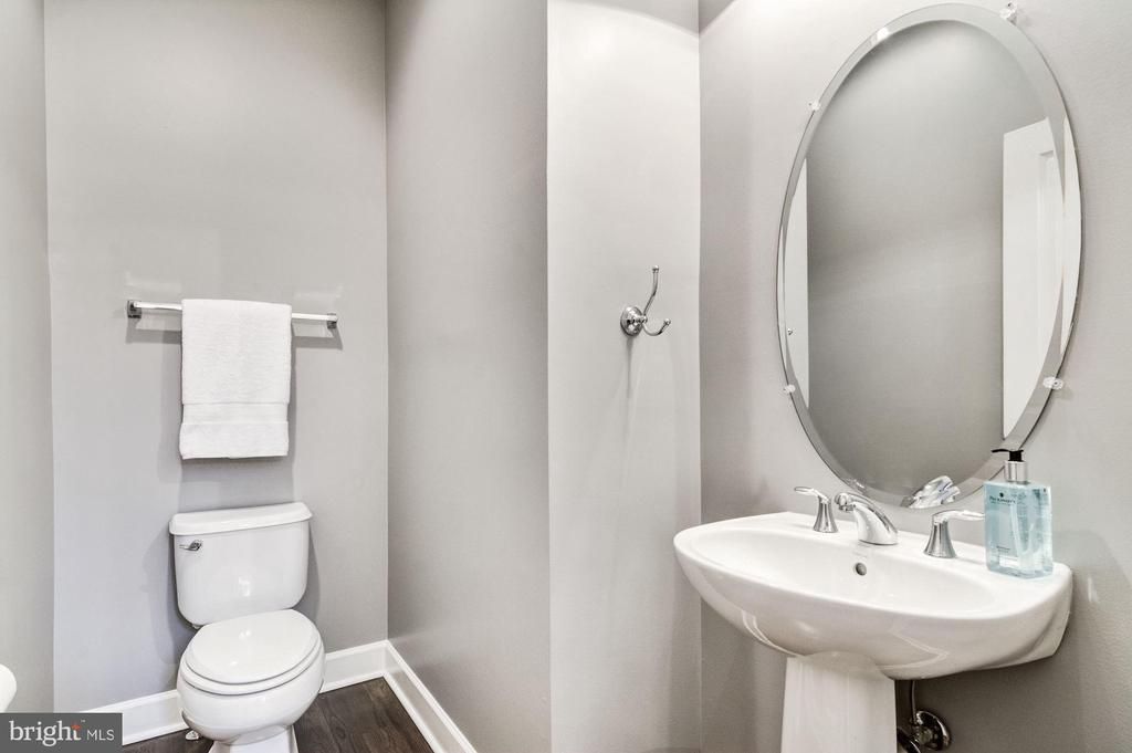 Main Level Powder Room - 3341 KEMPER RD, ARLINGTON