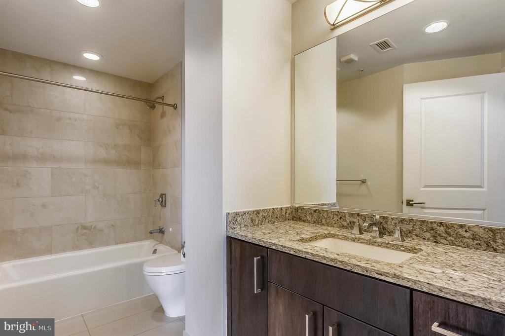 Bedroom #2 - Full Bath - 7171 WOODMONT AVE #605, BETHESDA