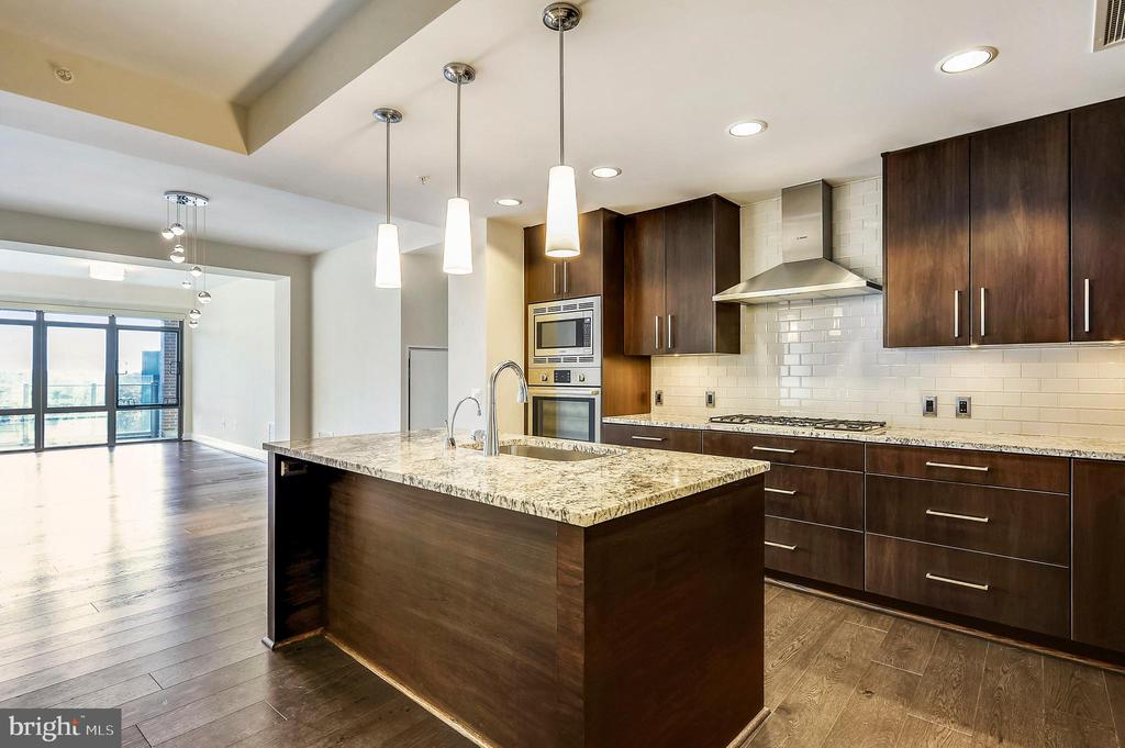 Kitchen - 7171 WOODMONT AVE #605, BETHESDA