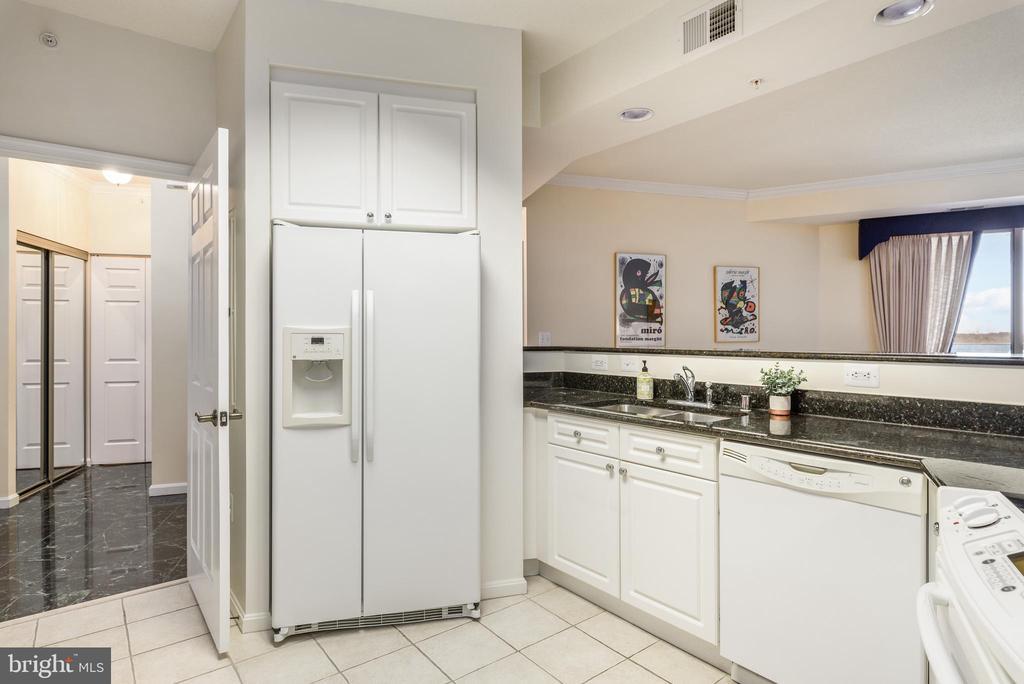 Kitchen - 19355 CYPRESS RIDGE TER #615, LEESBURG