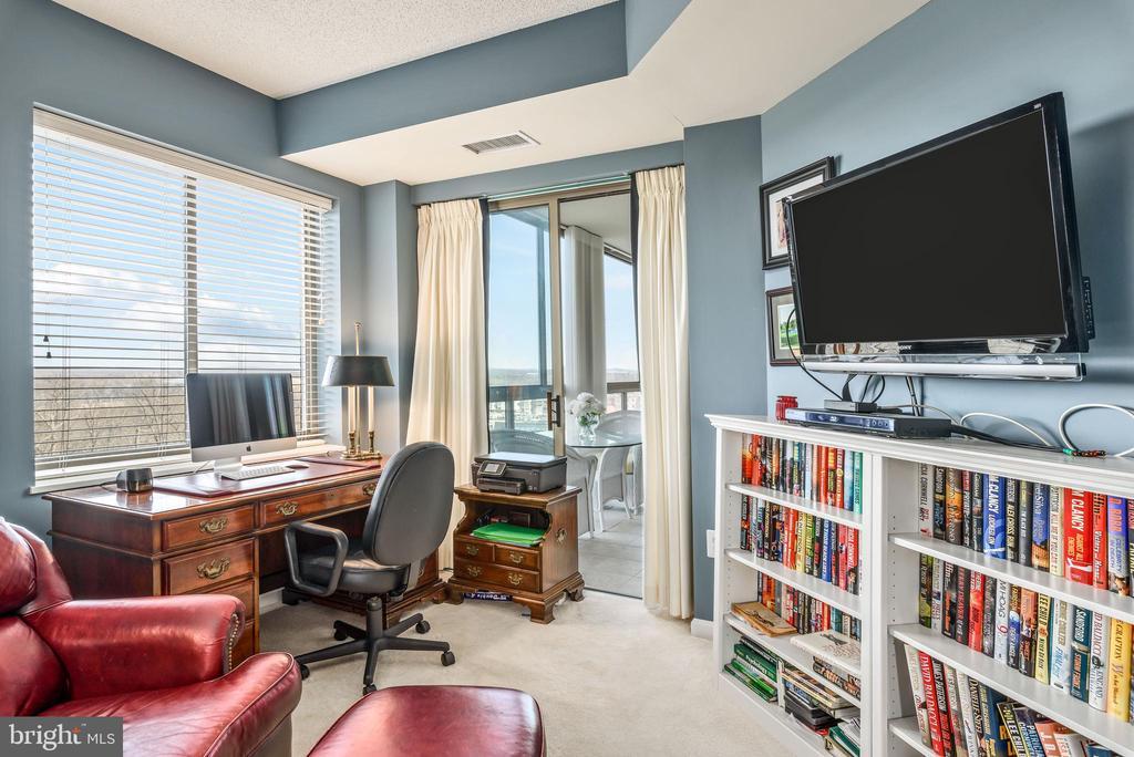 Second Bedroom. - 19355 CYPRESS RIDGE TER #615, LEESBURG
