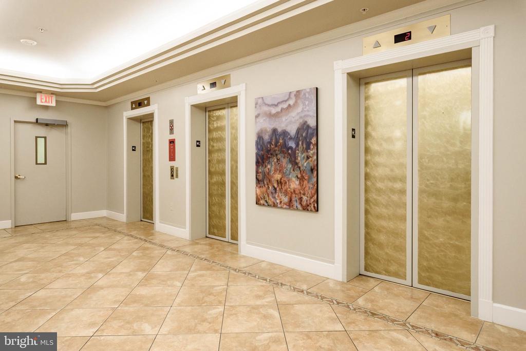Elevator - 19355 CYPRESS RIDGE TER #615, LEESBURG