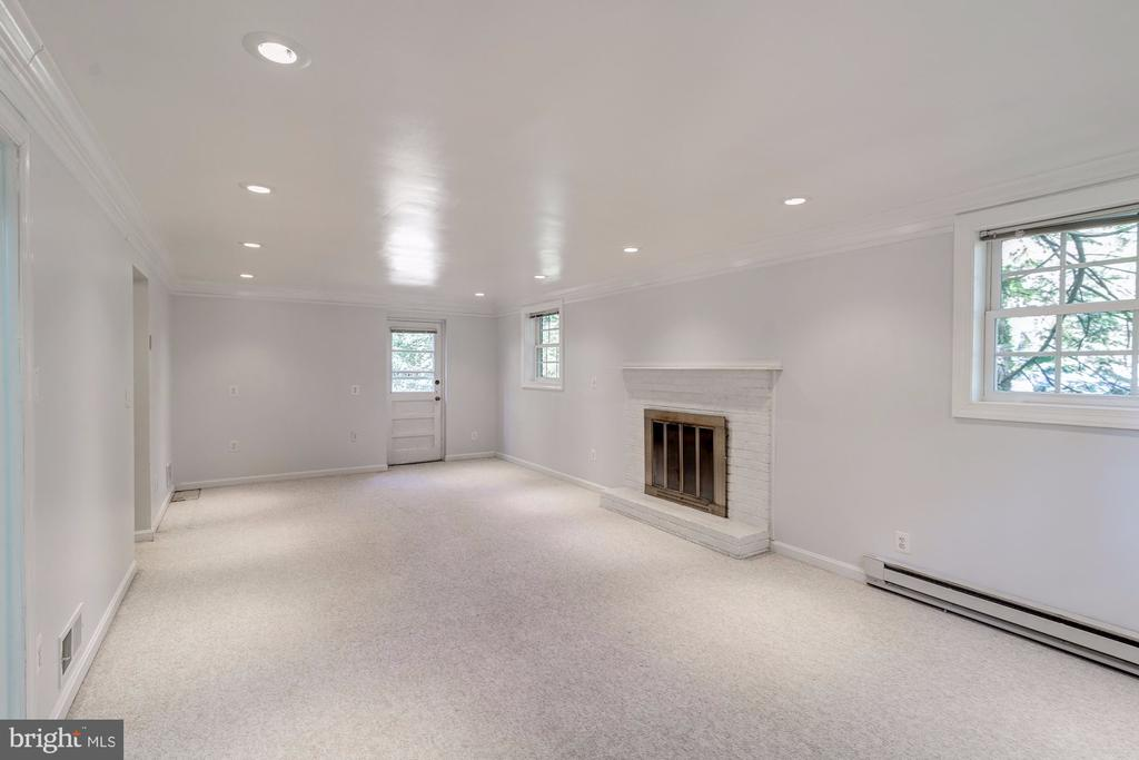 Recreation room on lower level - walk out exit - 3508 BARKLEY DR, FAIRFAX
