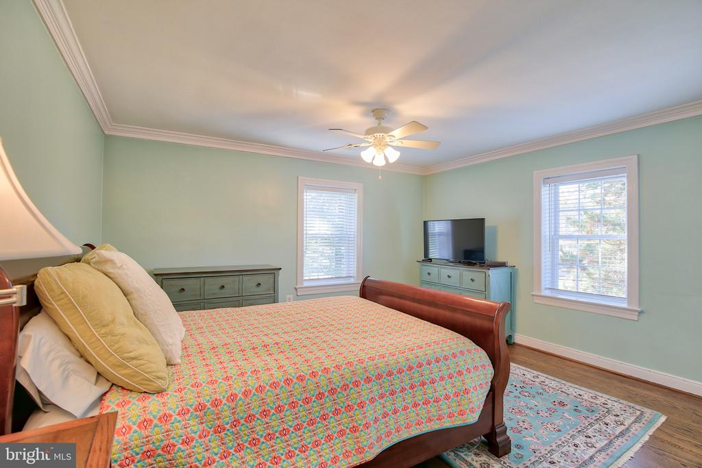 Upper Level Bedroom - 608 W MARKET ST, LEESBURG