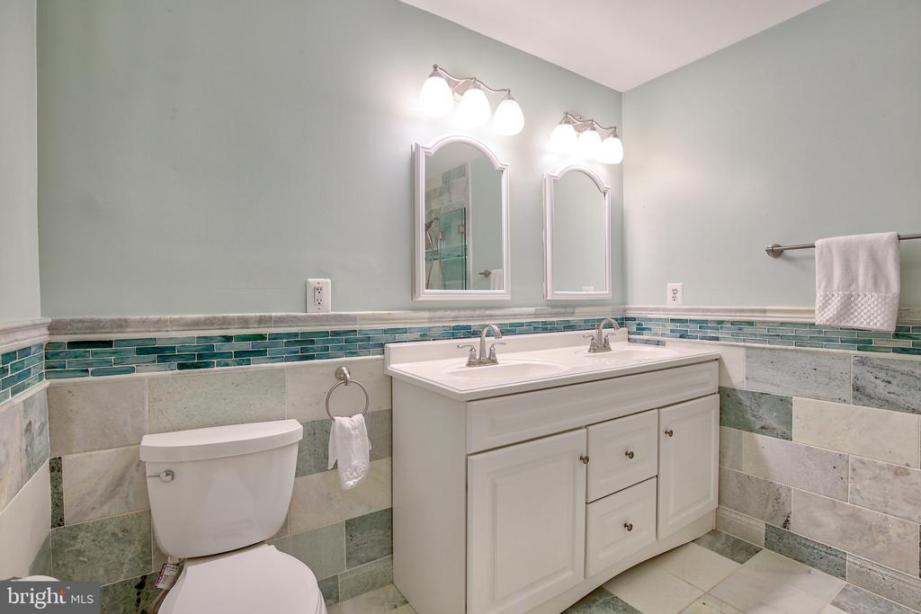 Upper level bathroom - 608 W MARKET ST, LEESBURG