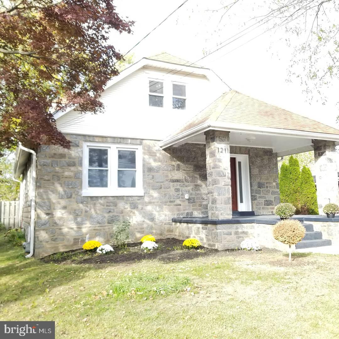 Single Family Homes pour l Vente à Woodlyn, Pennsylvanie 19094 États-Unis