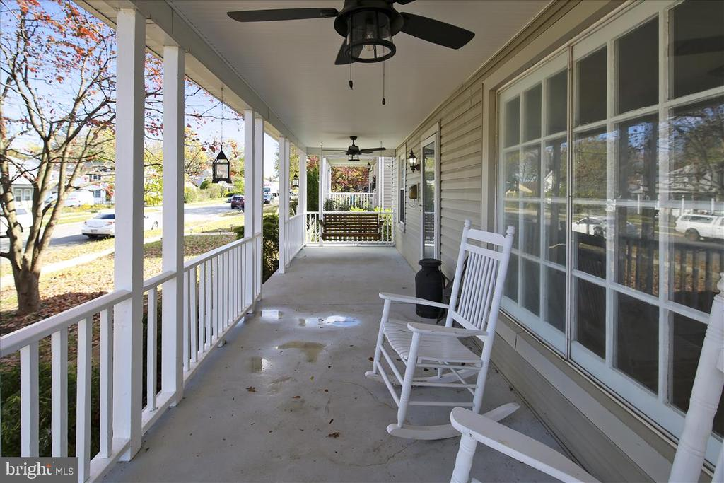 Porch and Swing - 911 GRANDIN AVE, ROCKVILLE