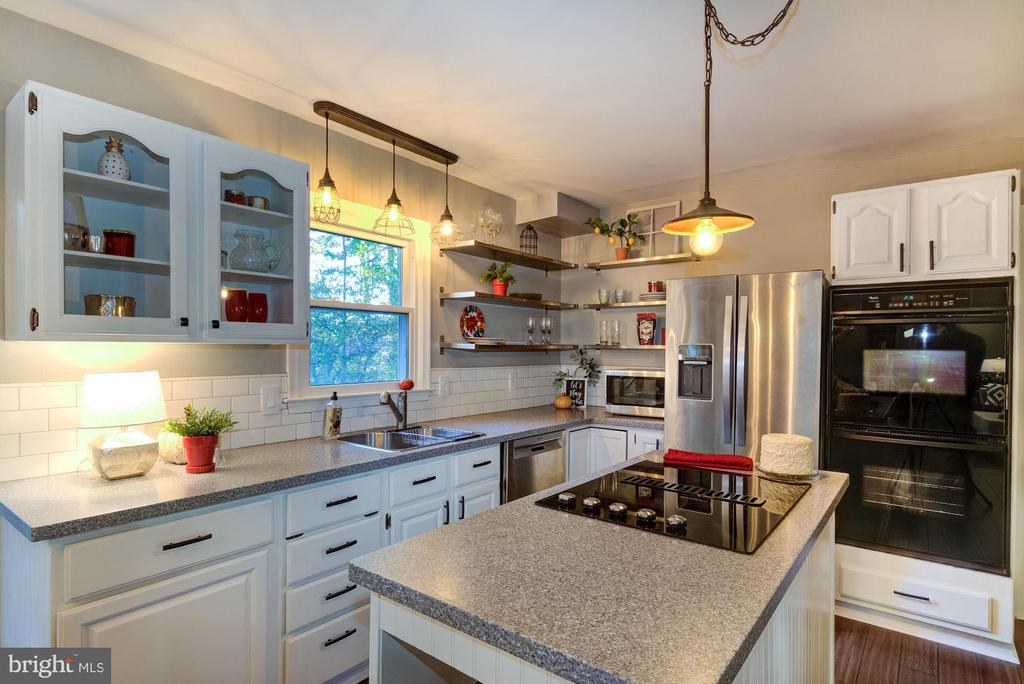 This kitchen is perfect for entertaining. - 21 KELLY WAY, STAFFORD