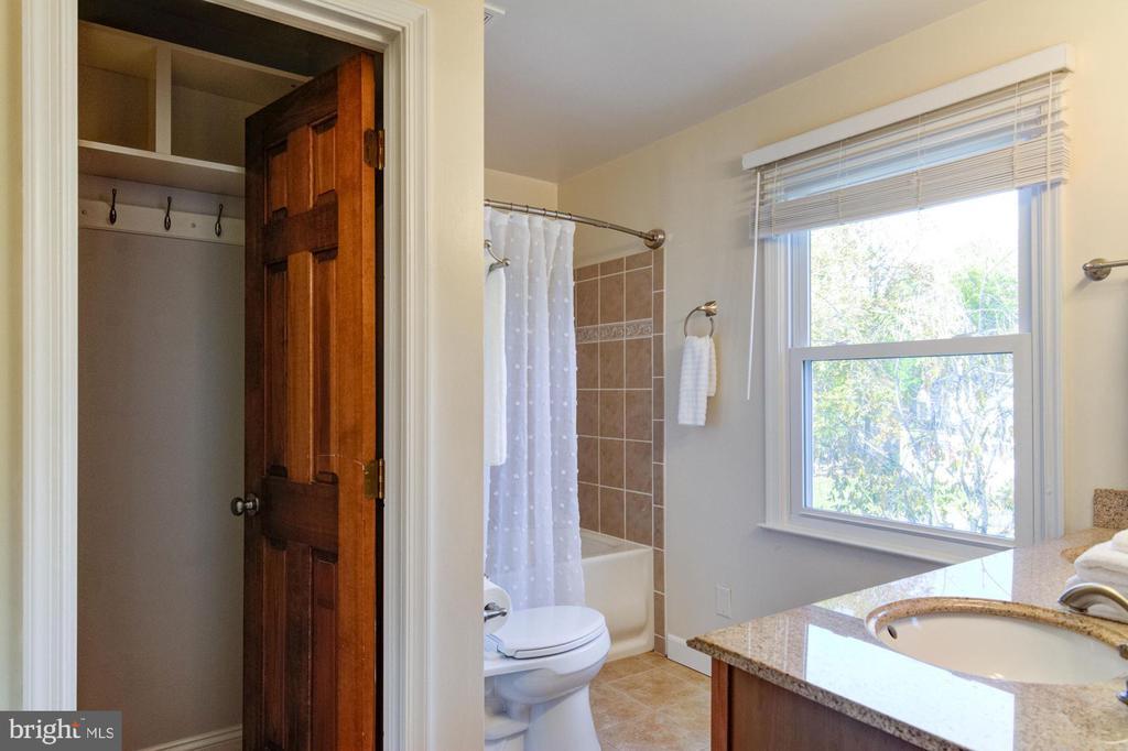 Master bathroom. - 21 KELLY WAY, STAFFORD