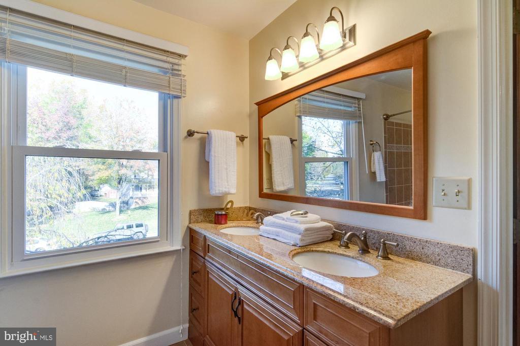 Updated master bathroom. - 21 KELLY WAY, STAFFORD