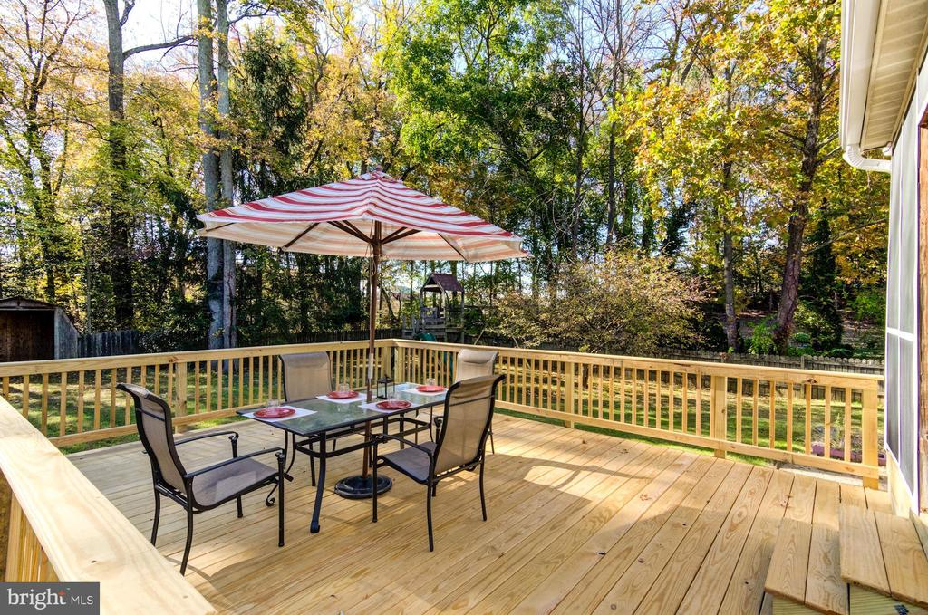 New deck with perfect nature views. - 21 KELLY WAY, STAFFORD