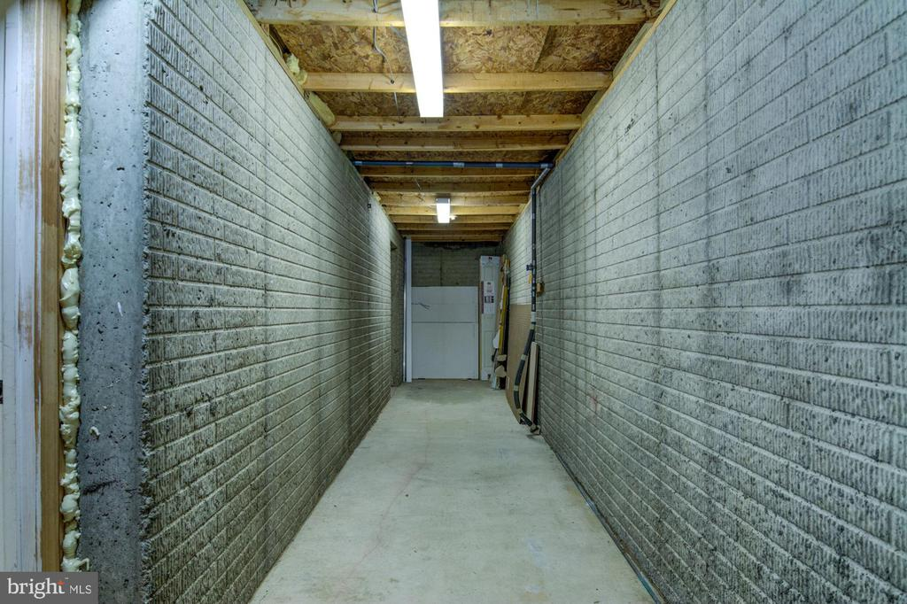 Large storage unit in the basement. - 21 KELLY WAY, STAFFORD