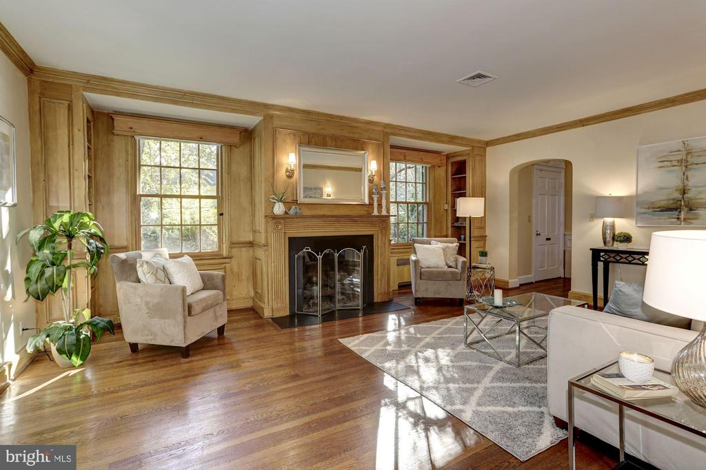Custom built-in and arched doorway - 3719 CHESAPEAKE ST NW, WASHINGTON