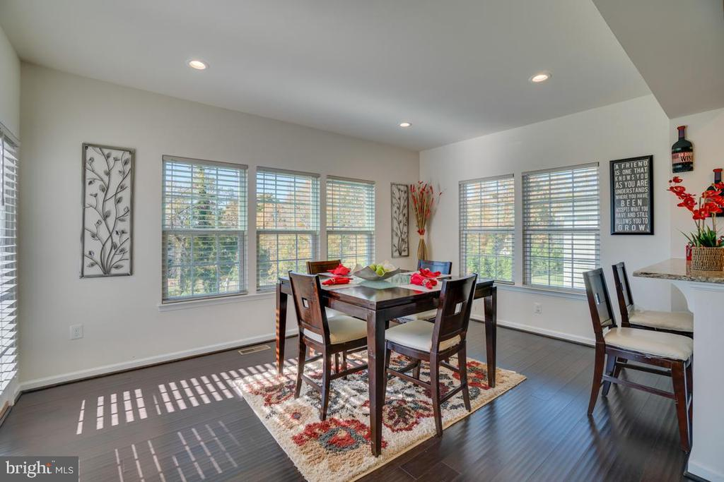Breakfast/Sun room located off of kitchen - 15 LIBERTY KNOLLS DR, STAFFORD