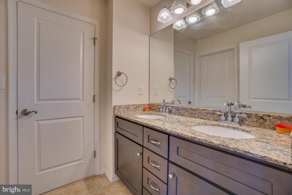 Third Full bath with jack and jill entry - 15 LIBERTY KNOLLS DR, STAFFORD