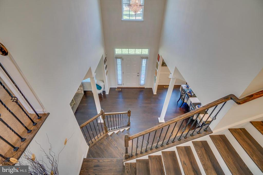 Stairs to upper level - 15 LIBERTY KNOLLS DR, STAFFORD