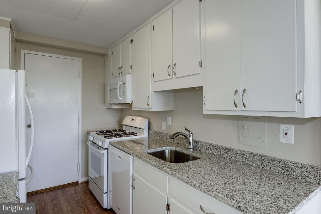 updated kitchen with new appliances - 10201 GROSVENOR PL #1510, ROCKVILLE
