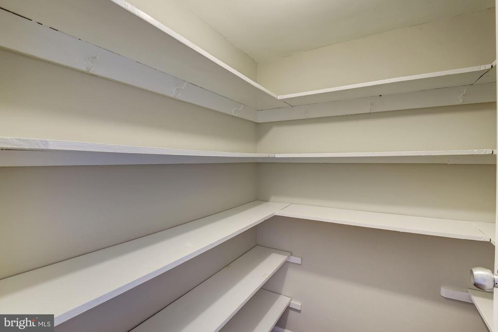 closet two - 10201 GROSVENOR PL #1510, ROCKVILLE