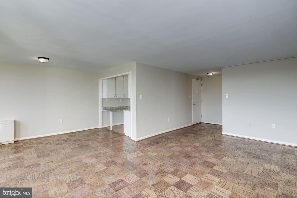 reverse view of open living area - 10201 GROSVENOR PL #1510, ROCKVILLE