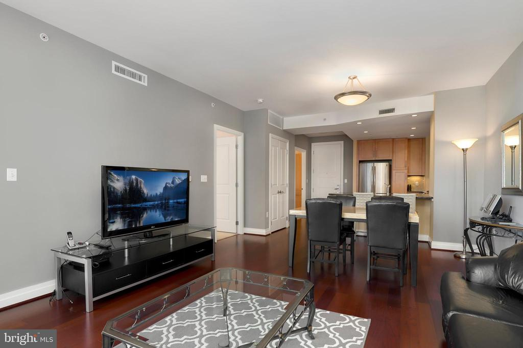 - 8220 CRESTWOOD HEIGHTS DR #618, MCLEAN