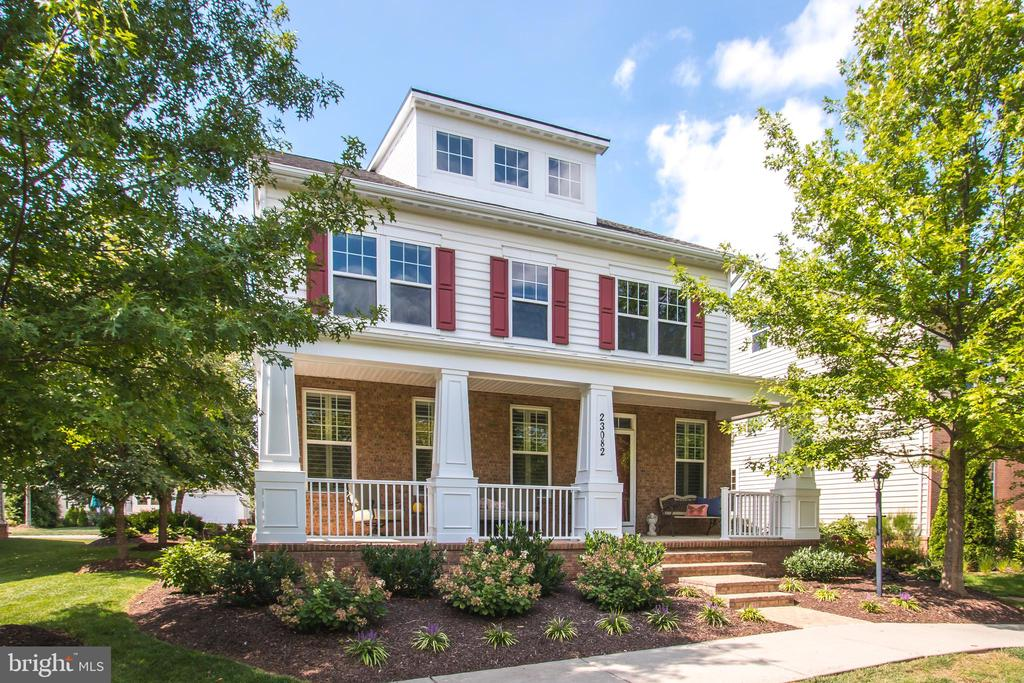 Private Front Porch Setting and 4 Finished LVLS!!! - 23082 BRONSTEIN LN, BRAMBLETON