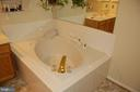 Relaxing soaking tub - 6 FLEWELLEN DR, STAFFORD