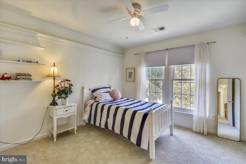 - 410 SUGARLAND MEADOW DR, HERNDON