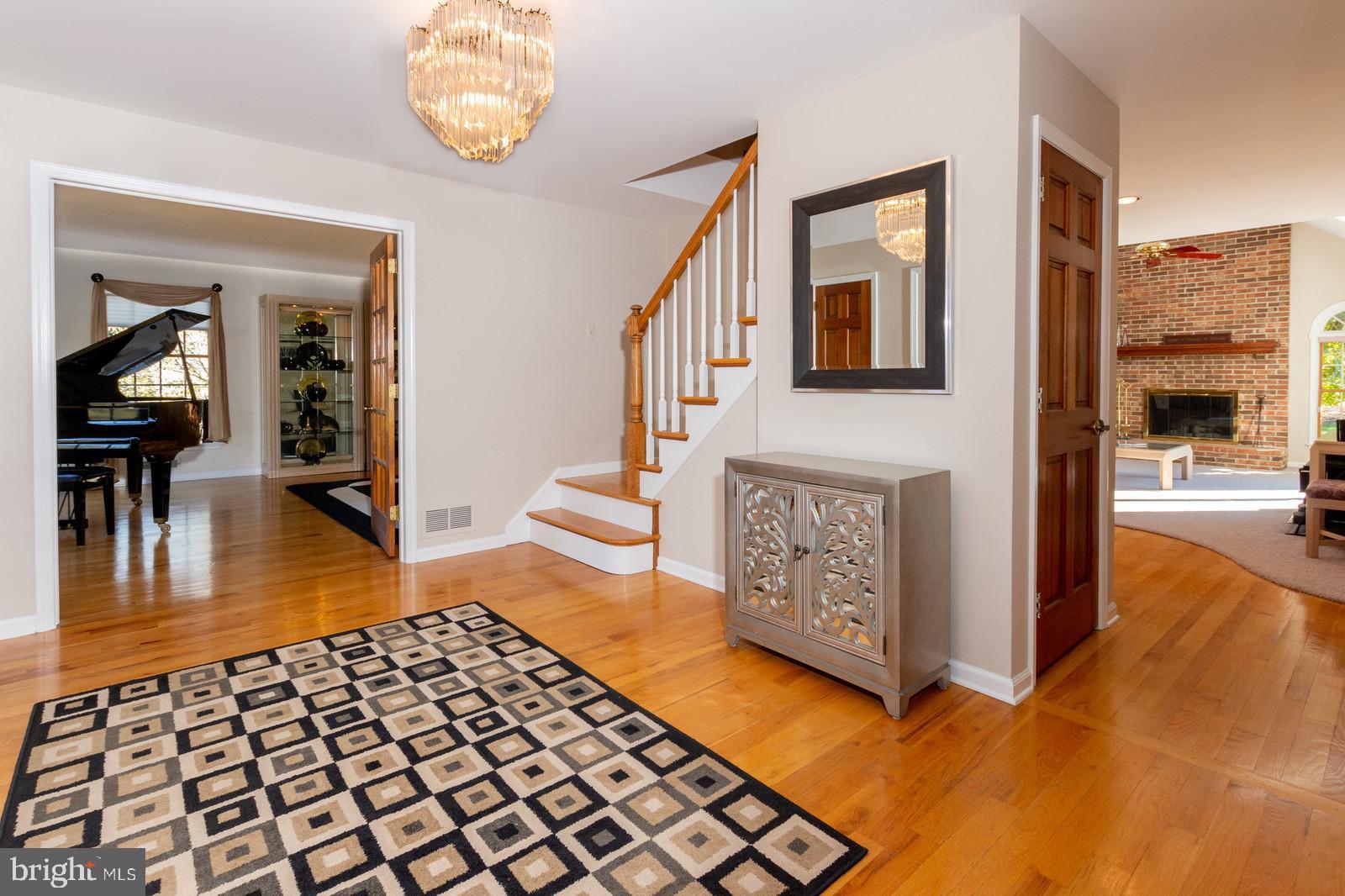 Great Floor Plan with Hardwood Floors Throughout