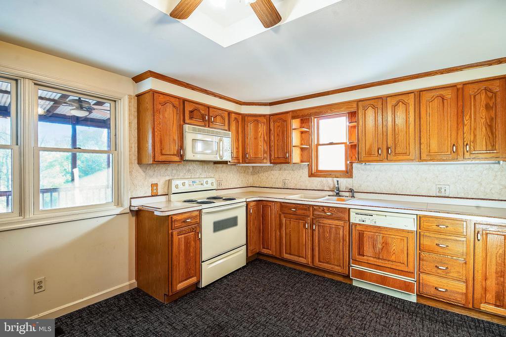 Kitchen - 4931-B GREEN VALLEY RD, MONROVIA