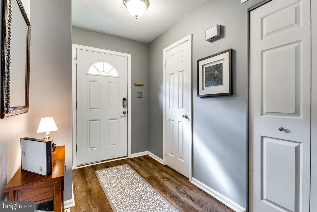A powder room and coat closet for convenience - 10204 HERON POND TER, BURKE