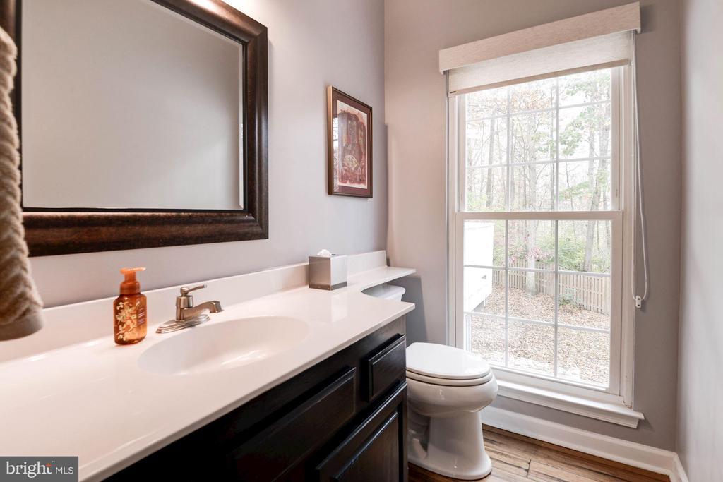 Powder Room - 1304 CASSIA ST, HERNDON