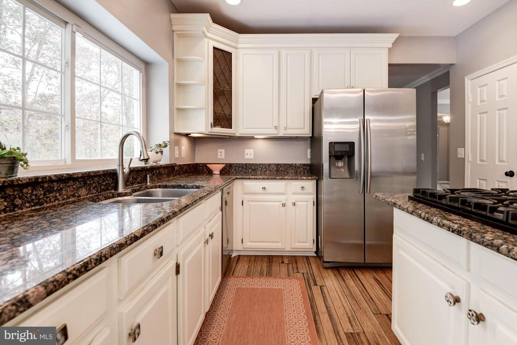 Kitchen - 1304 CASSIA ST, HERNDON