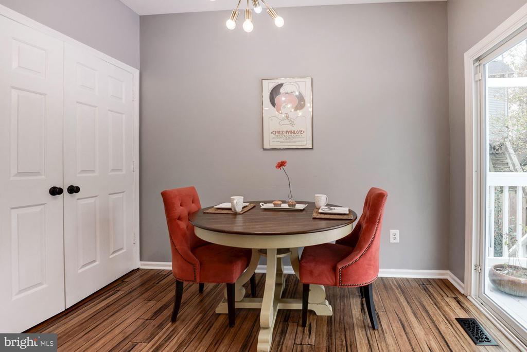 Breakfast Area in Kitchen - 1304 CASSIA ST, HERNDON