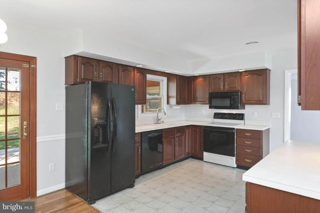 Kitchen  13' x 11' - 211 YOUNG AVE, BOONSBORO