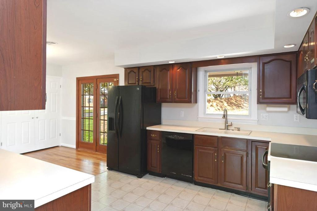Kitchen, looking toward dining room - 211 YOUNG AVE, BOONSBORO