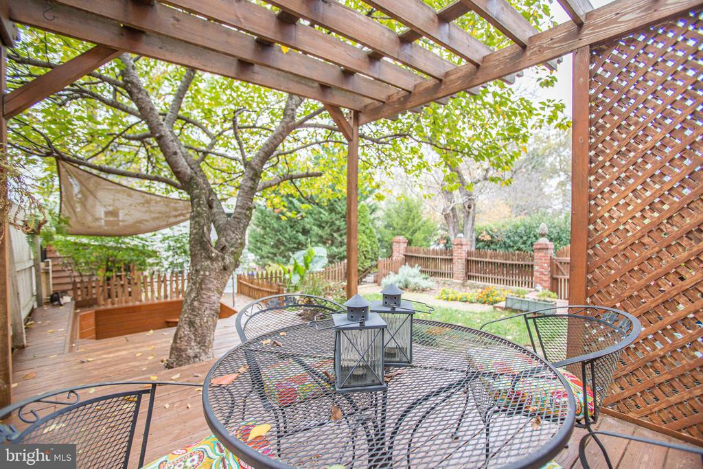 Space to chill out! - 232 PRINCESS ANNE ST, FREDERICKSBURG