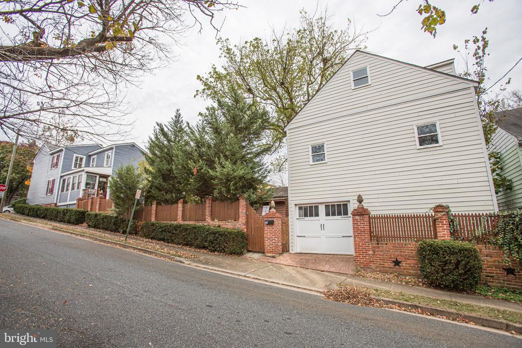 Detached garage w/ 2 story future living space - 232 PRINCESS ANNE ST, FREDERICKSBURG