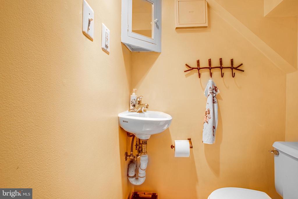 Main level 1/2 bath - 232 PRINCESS ANNE ST, FREDERICKSBURG