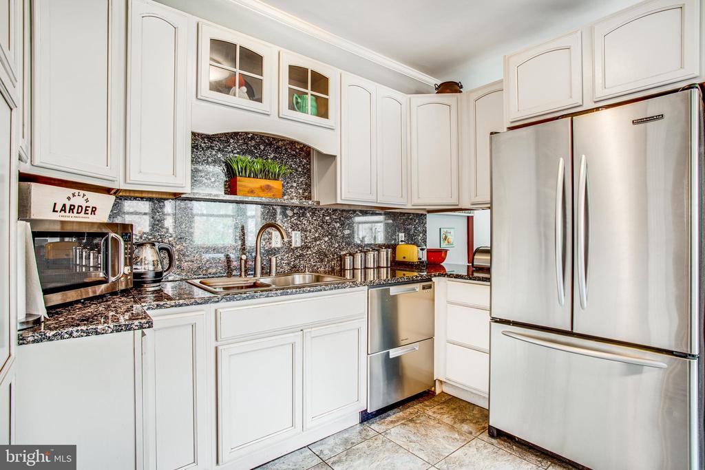 Kitchen w/new 2 drawer dishwasher! - 232 PRINCESS ANNE ST, FREDERICKSBURG