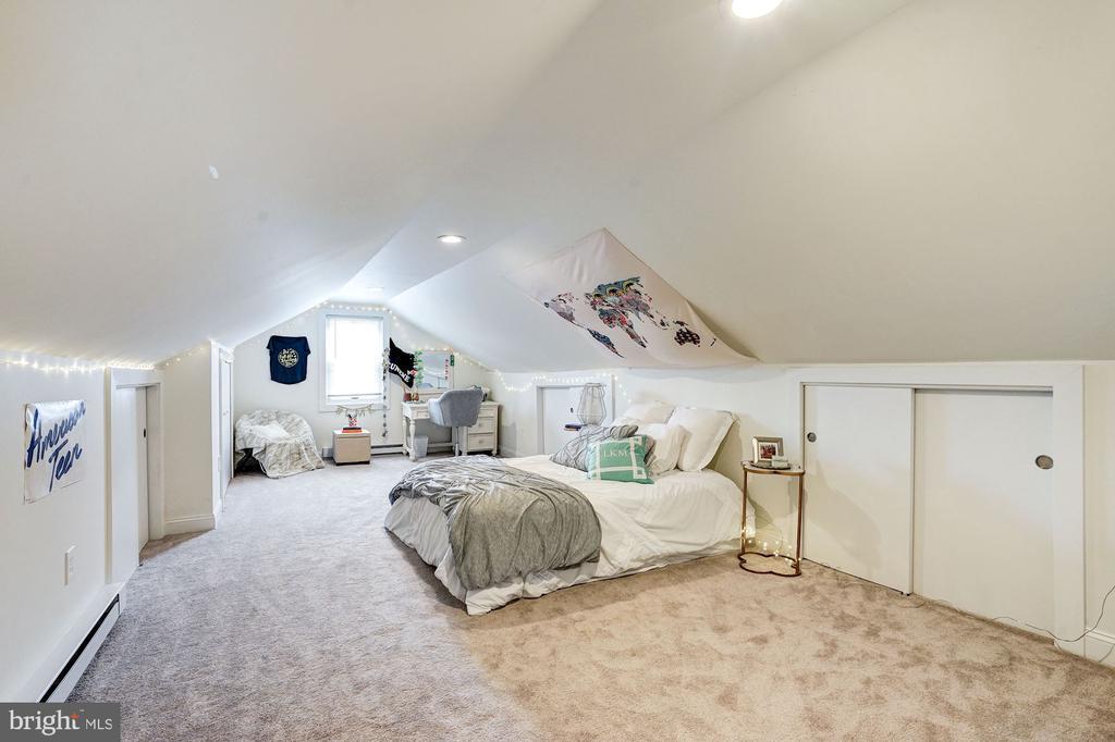 Upper Level Third Bedroom - 2131 N NOTTINGHAM ST, ARLINGTON