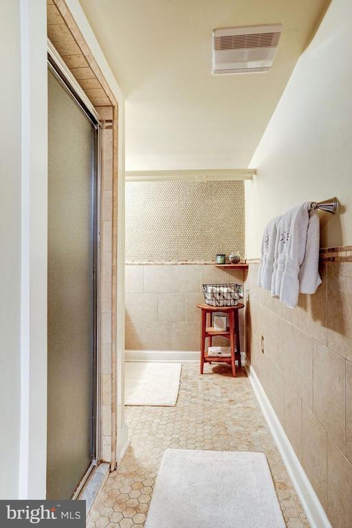 Lower Level Full Bath - 2131 N NOTTINGHAM ST, ARLINGTON