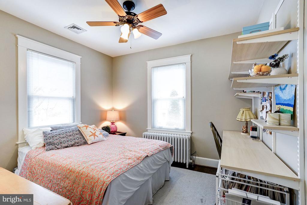 Second Main Level Bedroom - 2131 N NOTTINGHAM ST, ARLINGTON