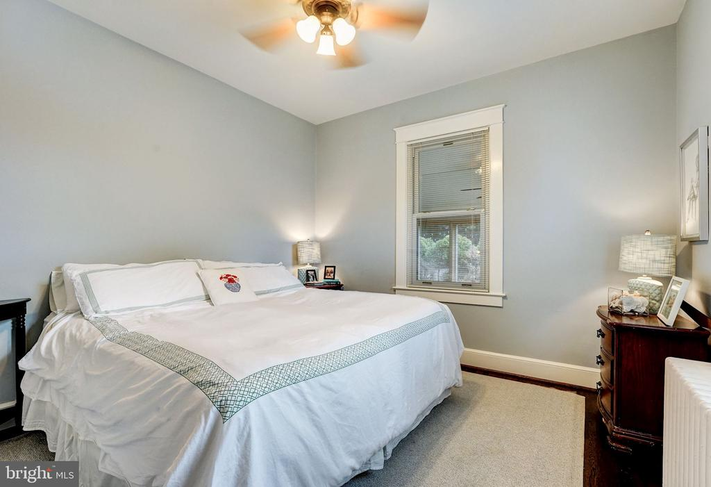 First Main Level Bedroom - 2131 N NOTTINGHAM ST, ARLINGTON