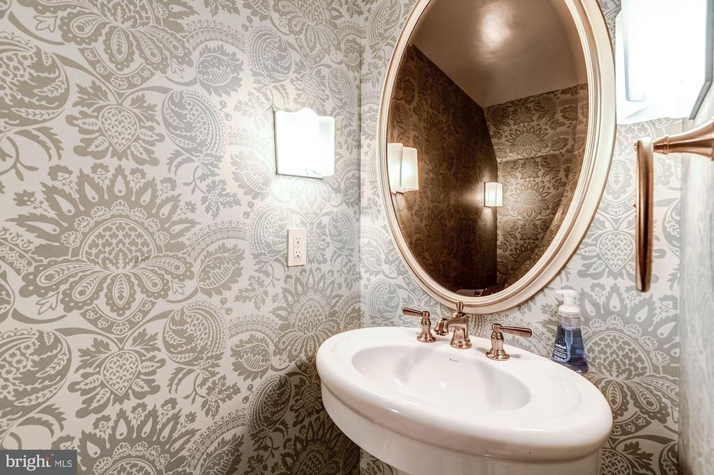 Powder Room - 2130 BANCROFT PL NW, WASHINGTON