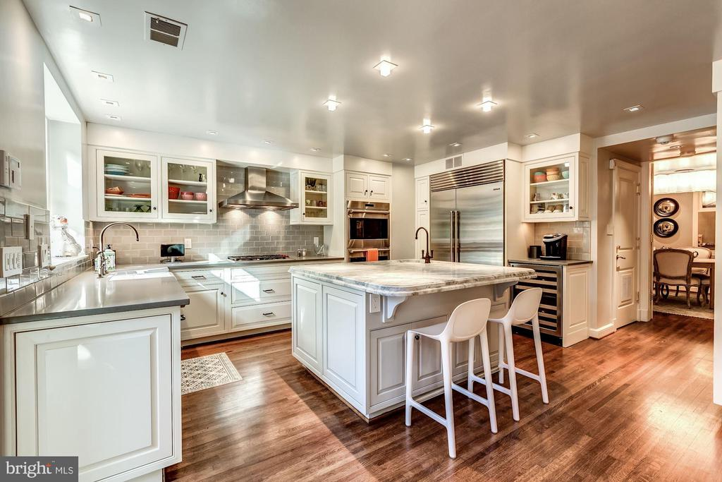Pristine Gourmet Kitchen - 2130 BANCROFT PL NW, WASHINGTON