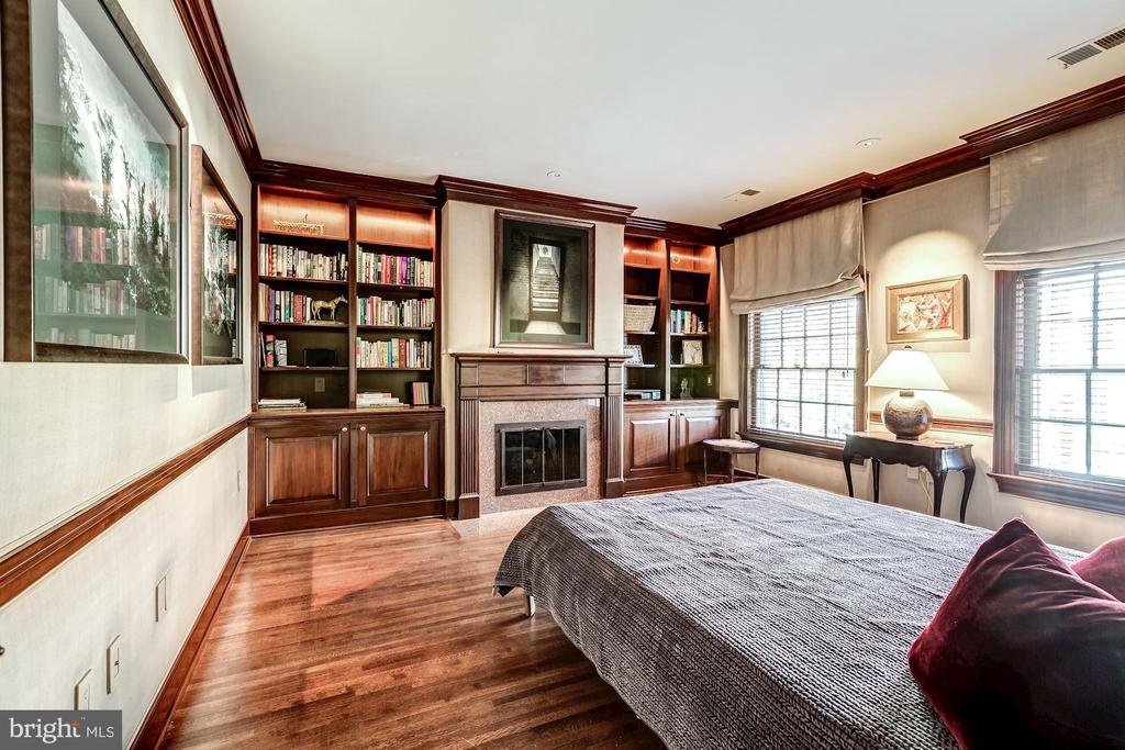 Guest Bedroom with Handsome Restored Millwork - 2130 BANCROFT PL NW, WASHINGTON