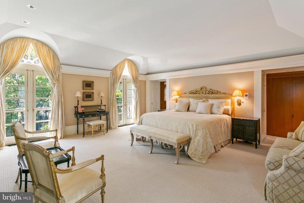Master Suite - 3005 45TH ST NW, WASHINGTON